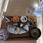 イワシビル - 朝食
