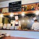 中国菜 膳楽房 - 活気ある厨房風景!