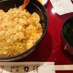 力餅食堂 - 天ぷら卵かけ丼。エビの天ぷらと揚げ玉の卵とじ。