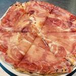 風の家 - 生ハムのピザ