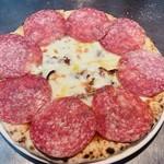 風の家 -  サラミのピザ