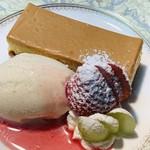 風の家 - チーズケーキ、バニラアイス添え