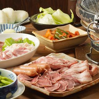 創業以来継ぎ足しのタレで味わう、ホルモン&赤身肉は絶品!