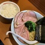 麺処 みな家 - 豚骨醤油ラーメン750円+チャーシュー増し200円+ごはん50円。