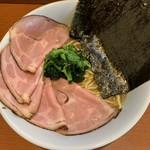 麺処 みな家 - 豚骨醤油ラーメン750円+チャーシュー増し200円。