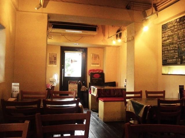 イタリア食堂 LAPANCIA - 店内には古めかしい雑貨の数々がセンス良く並ぶ。