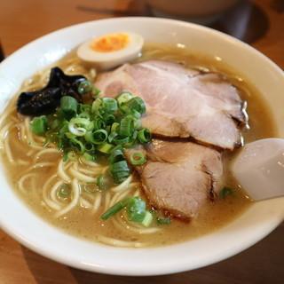 ラーメン山村 - 料理写真:豚骨醤油ラーメンです☆ 2019-0922訪問