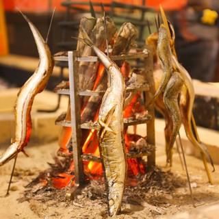 当店のおすすめは鮮魚と焼き鳥と旬食材の和食。