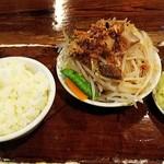 116287015 - ワンタンスープセット(¥1000)の、ボイル野菜&半ライス