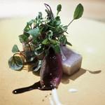 長谷川 稔 - 白かじきの炭火焼き 54.5℃で火入れした蝦夷鹿 シーザーソース バルサミコソース タプナードソースを塗った茄子