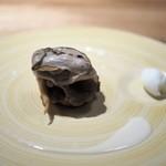 長谷川 稔 - ホロホロ鳥のつくね 酒蒸しにした牡蠣 ブールブランソース