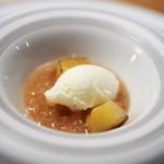 長谷川 稔 - 桃のスープ仕立て 桃のジュレとコンポート  ミルクジェラート