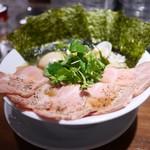 麺屋 ねむ瑠 - 赤鶏と蛤の淡麗中華そば 具だくさん特製