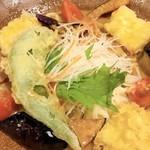 手延べうどん むぎの里 - 料理写真:万願寺唐辛子と夏野菜の冷やしごまだれうどん