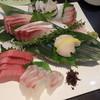 呑喜 - 料理写真:手前左から 生本鮪中トロ、真鯛、活鰤、活ホタテ、活アワビ、活勘八)