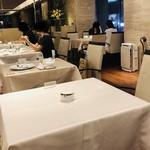 116314467 - テーブルクロスがキチンと敷かれてラグジュアリーな雰囲気です。