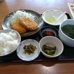 大川昇開橋温泉 食堂 - コロッケ定食
