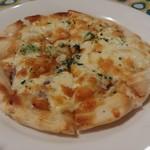 やまねこ軒 - 料理写真:パルミジャーノとベーコンのピザ 800円