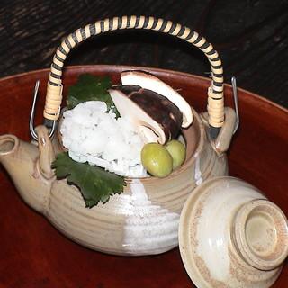 生湯葉や生麩、季節ごとに変わる京野菜を使ったお料理がおすすめ