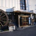 近江あられ本舗 中西永生堂 - 次から次へと車が入ってきます