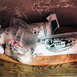 こだわりのイタリア産高品質モッツァレラチーズ
