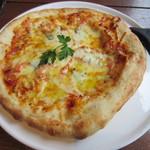 燈屋・伊太利亜食堂 - トマトとバジルのマルゲリータピザ