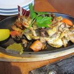 燈屋・伊太利亜食堂 - 赤鶏の炭火焼