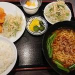 龍鳳園 - 料理写真:『海老チリ定食』(税込み1166円) これにさらに春巻き揚げが加わって定食となる。