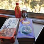 駅弁屋 - SLばんえつ物語弁当(右)& 焼漬鮭ほぐし弁当