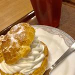 エヌズコート - 料理写真:シュークリーム+ドリンクセット