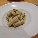 116355848 - ブロンデ産高級ピスタチオペーストとリコッタチーズ(オッキディルーポ)/シチリア州特集