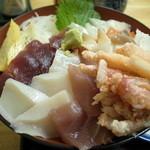 旬鮮厨房三浦や - 海鮮たっぷり「かにちらし」\945