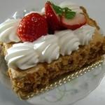 シャトレーゼ - 料理写真:ナポレオン(380円)