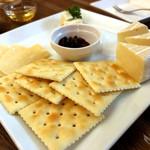 116367782 - チーズ&クラッカー