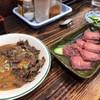 桂 - 料理写真:馬刺しと馬肉の肉皿
