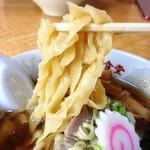 牛乳屋食堂 - 手打チャーシューメン 麺リフトアップ