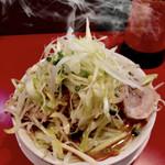 ラーメン 骨々亭 - 料理写真:野菜に掛けてあるオイルコショウ美味しい