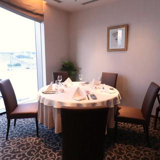 気軽に楽しめるコース料理や高級感溢れる空間は女子会にぴったり