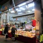 (有)高松の蒲鉾 - 福岡市民の台所、柳橋連合市場の中にある老舗の蒲鉾屋さんです