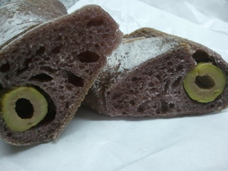前田パン - オリーブのパン 断面