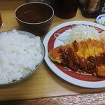 三楽 - 料理写真:とんかつ(ランチサービス、ご飯・味噌汁付)