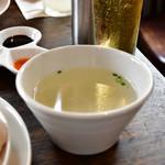 松記鶏飯 - 海南鶏飯(中)@900円:スープ