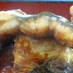 辻屋 - 比較用。焼いてからカットした鰻の断面