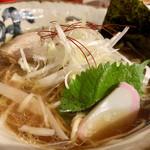 麺 the Tokyo - 大葉と蒲鉾 (*ºoº*)  和風 感じる 一杯