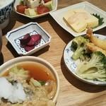 和カフェ yusoshi - デリごはん 4品 1380円 税別  アボカドとトマトのやっこ、だし巻き玉子の明太子ソース、プリプリ海老とブロッコリーのチリマヨネーズ合え、鰆とキャベツのおろし煮