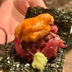 肉匠なか田 - ユッケと雲丹の海苔巻き
