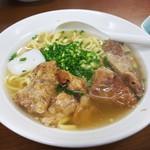 うみかじ食堂 - 肉盛りソーキソバ