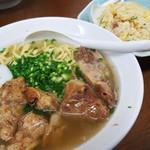 うみかじ食堂 - 肉盛りソーキソバ+チャーハン