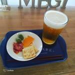 女木島ゲストハウス&カフェ メギノ - ドリンク写真:生ビールとおつまみセット