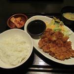 しょうき - ロースとんかつ390円。ご飯の大盛りは無料ですが、普通盛りでも結構入ってます。おかわりは+50円です。